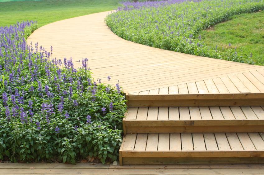 Holztreppe au en bauen anleitung in 4 schritten - Holztreppe garten bauanleitung ...