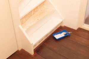 Holztreppe lackieren