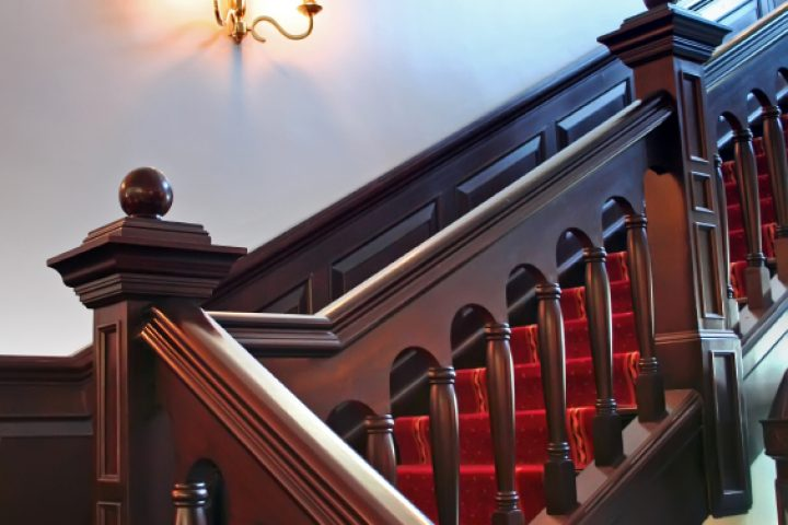Holztreppe verschönern dekorieren