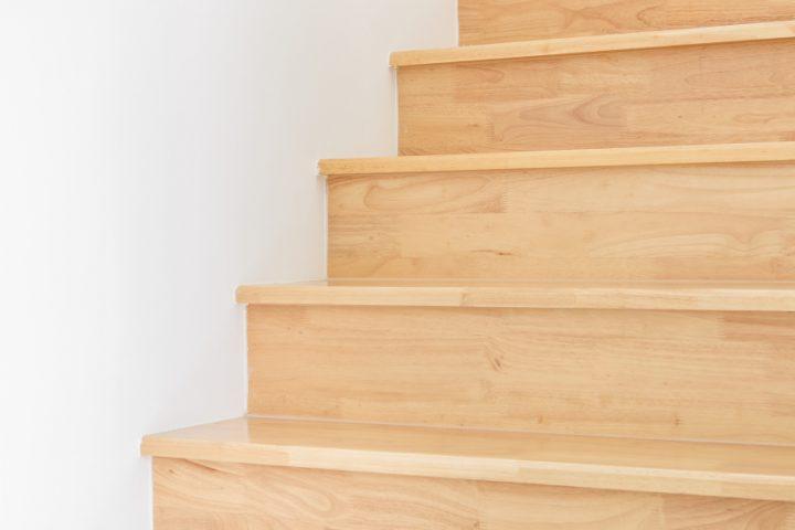 Holztreppen streichen