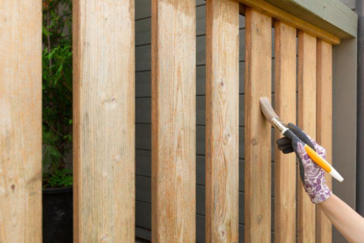 Imprägniertes Holz lackieren