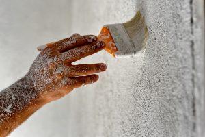 Kellerwände mit Kalkfarbe streichen