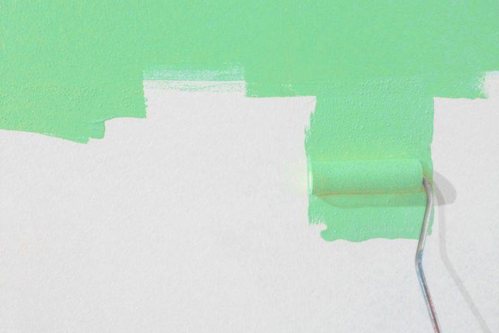 Dispersionsfarbe mit Kalkfarbe überstreichen