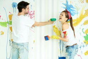 Tapete mit Kalkfarbe streichen