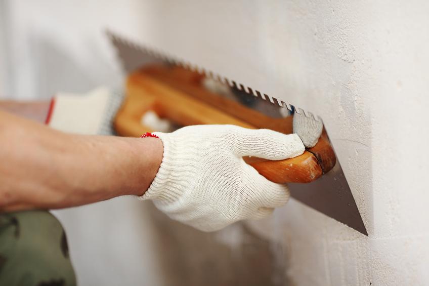 Kalkzementputz f r den innenbereich eine gute idee - Pegamento de escayola para alisar paredes ...