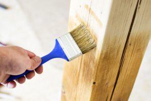 Kesseldruckimprägniertes Holz lackieren