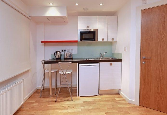 Kleine Küche einrichten » So nutzen Sie den Platz