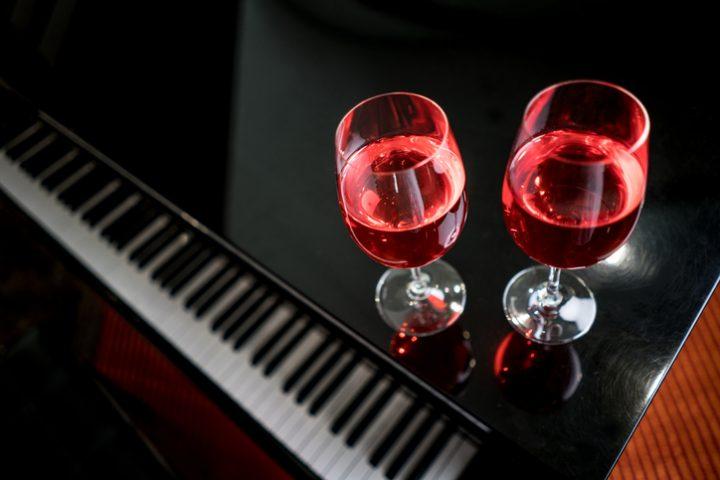 Zerkratztes Klavier