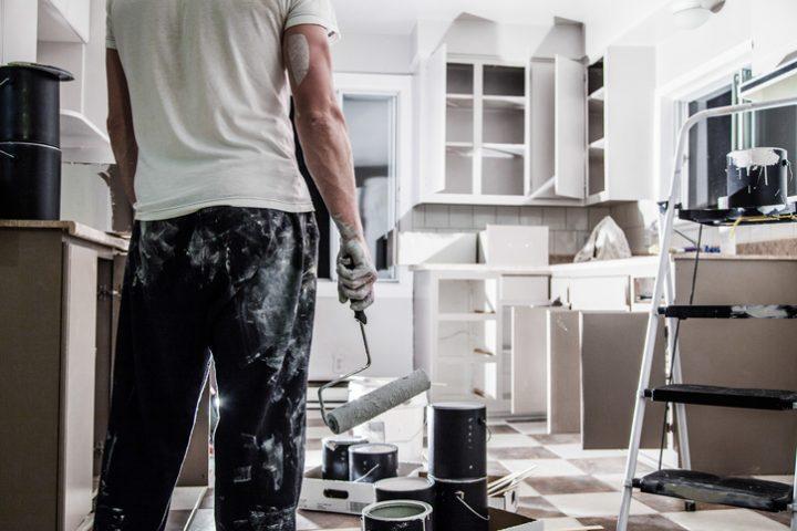 Küche weiß lackieren » Anleitung in 3 Schritten