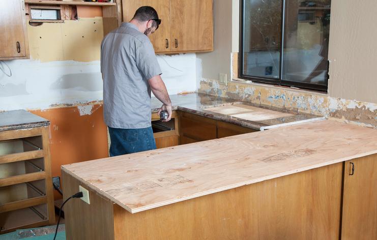 Die richtige höhe der küchenarbeitsplatte ist wichtig für unbehindertes arbeiten