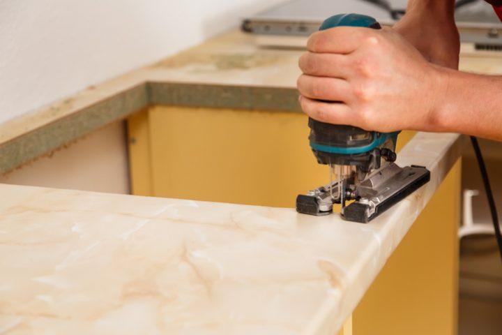 Küchenarbeitsplatte zuschnitt  Küchenarbeitsplatte einbauen » Anleitung in 5 Schritten