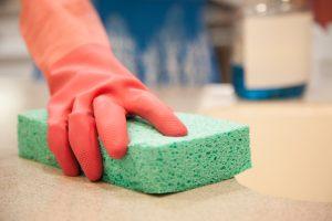 Küchenarbeitsplatte schützen