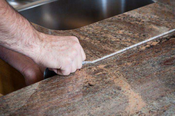 Küchenarbeitsplatte über Eck verbinden