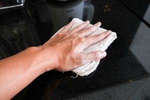 Küchenarbeitsplatte reinigen
