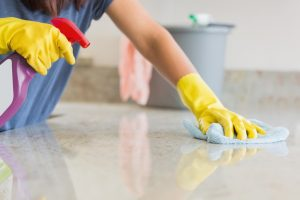 Küchenarbeitsplatten säubern