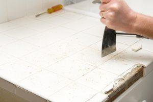 Küchenarbeitsplatte beschädigt