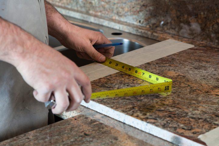 Küchenarbeitsplatte über Eck verbinden » So geht\'s