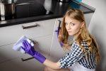 Hochglanz Küchenfront säubern