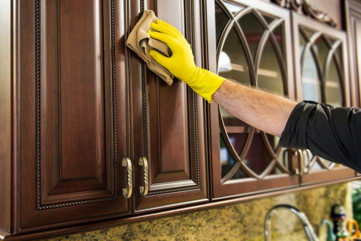 Küchenfronten säubern