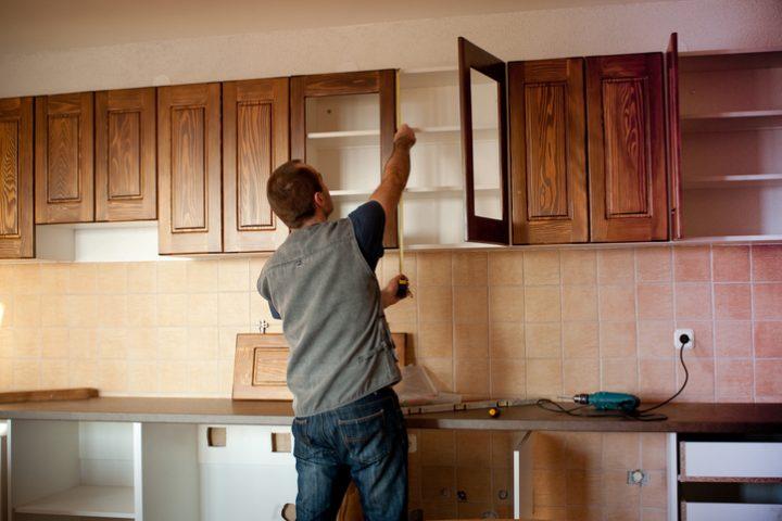 Bevorzugt Küchenoberschränke: welche Höhe ist richtig? | Hausjournal.net OQ92