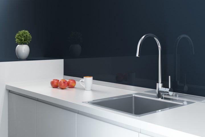 Küchenrückwand kleben  Küchenrückwand aus Glas » Wie geht die Befestigung?