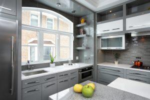 Deckenhohe Küchenschränke