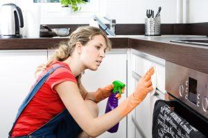 Küchenschränke putzen