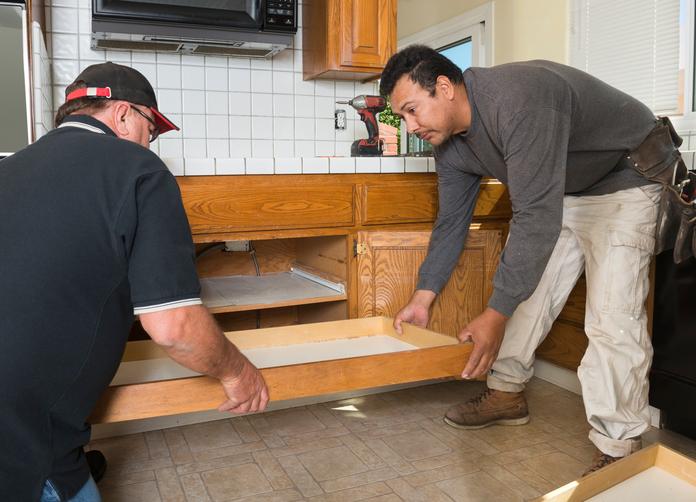 k chenschr nke reparieren so beheben sie kleine sch den. Black Bedroom Furniture Sets. Home Design Ideas
