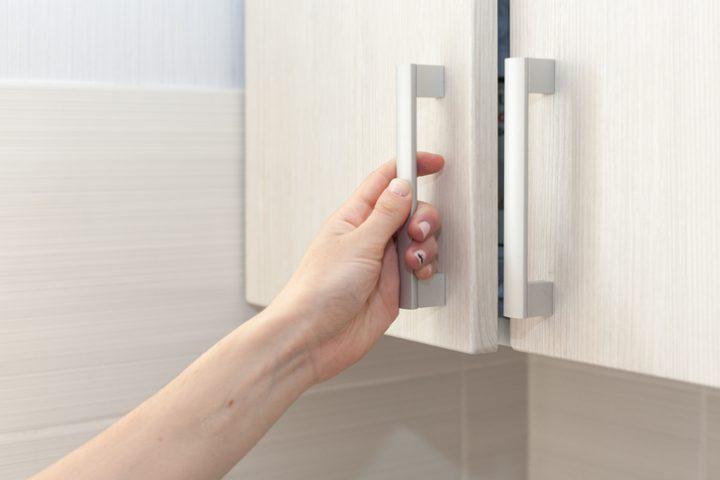 Küchenschrank-Dämpfer einstellen » So beheben Sie Probleme