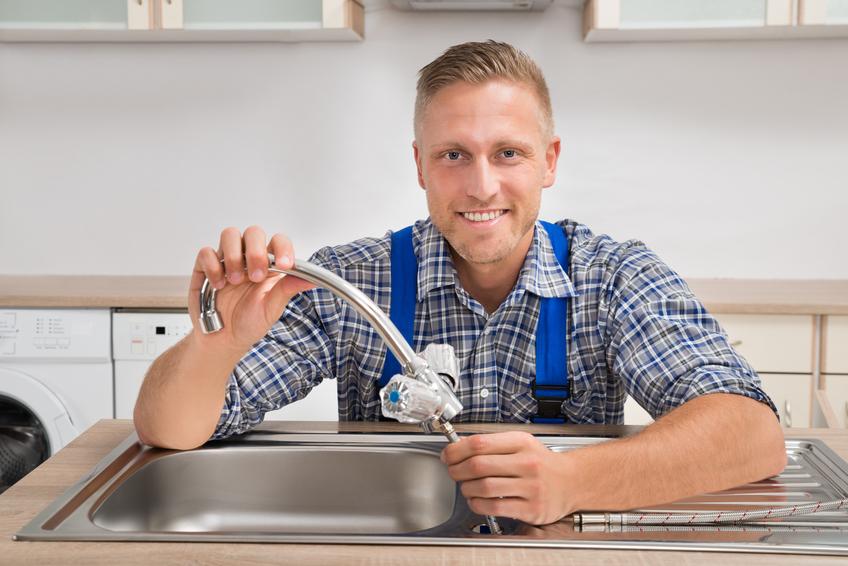 Den Wasserhahn der Küchenspüle auswechseln » So geht\'s