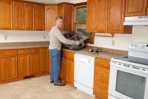 Küchenspüle montieren