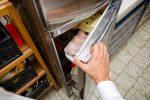 Kühlschrank macht Lärm beim Öffnen