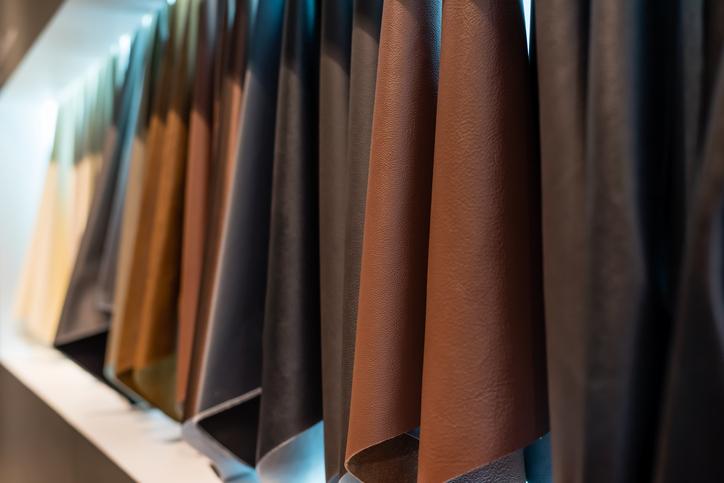 kunstleder sofa reparieren so flicken sie es selbst. Black Bedroom Furniture Sets. Home Design Ideas