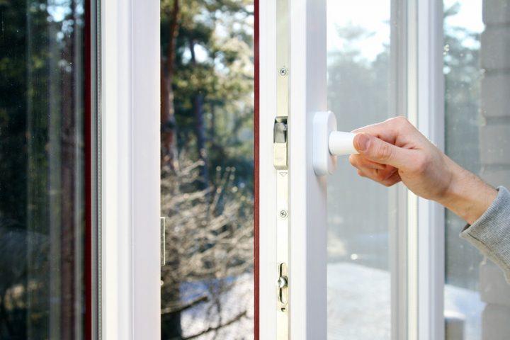 Kunststofffenster einstellen