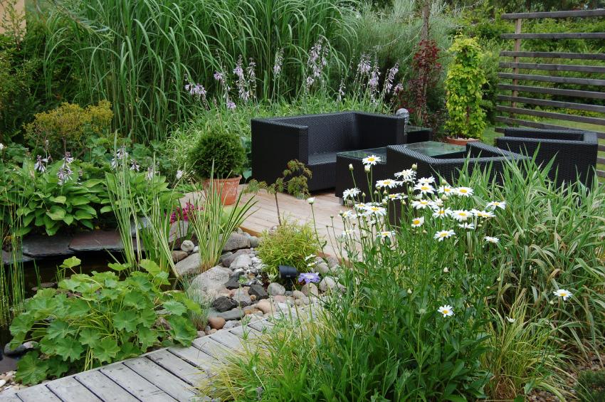 l rchenholz f r die terrasse eigenschaften und preise. Black Bedroom Furniture Sets. Home Design Ideas