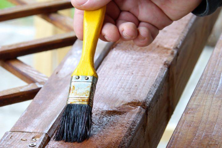 Lärchenholz streichen