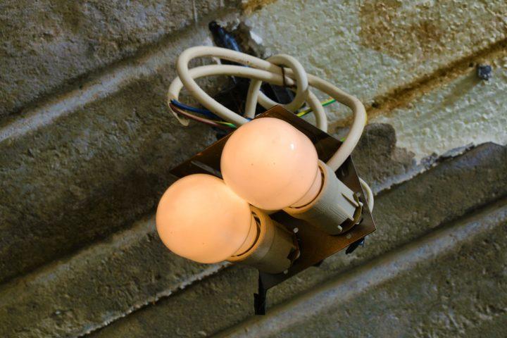 LED glimmt