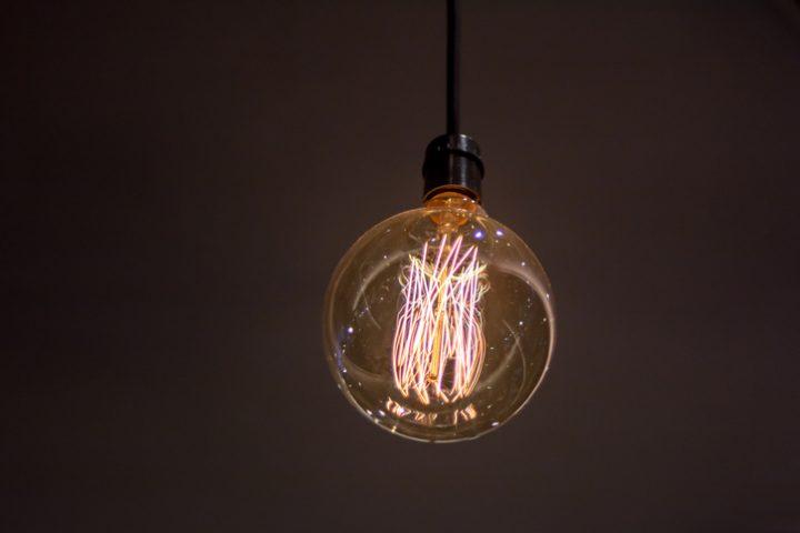 LED glimmt nach