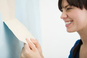 Rauhfasertapete mit Latexfarbe lösen