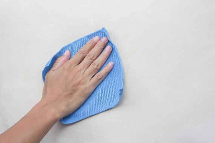 Latexfarbe reinigen » So bekommen Sie Ihre Wand sauber