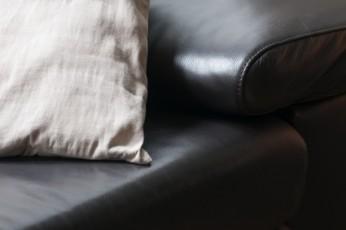 der perfekte sofabezug welches material ist am besten. Black Bedroom Furniture Sets. Home Design Ideas