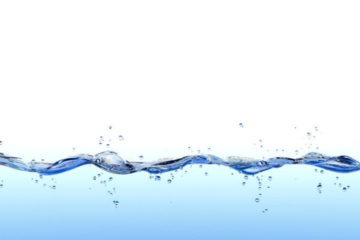 Leitet destilliertes Wasser