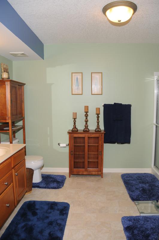bodenbelag aus linoleum. Black Bedroom Furniture Sets. Home Design Ideas