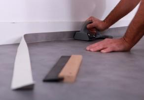 linoleum auf fliesen verlegen so geht 39 s. Black Bedroom Furniture Sets. Home Design Ideas
