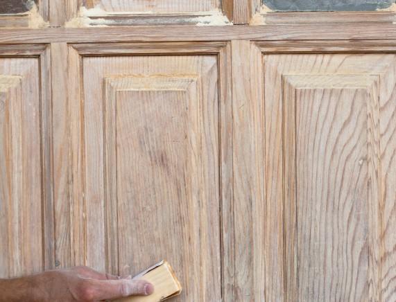 Möbel sandstrahlen – wie geht das, und was bringt das?