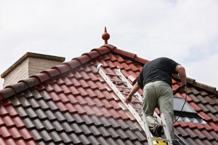 Mögliche Beschädigungen und Risiken durch unsachgemäße Dachreinigung
