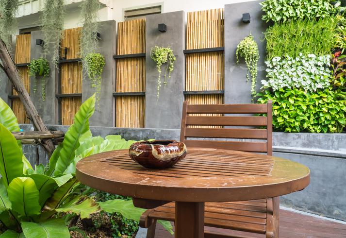 mauer um terrasse bauen ist das eine gute idee. Black Bedroom Furniture Sets. Home Design Ideas
