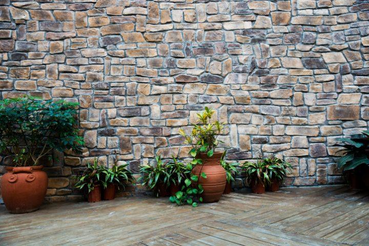 Mauer um Garten