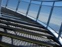 Metalltreppen im Außenbereich bestehen aus einem Materialmix