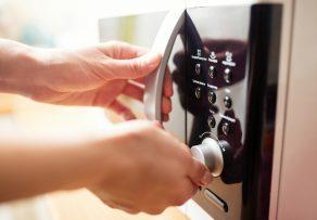 Wie warm wird eine Mikrowelle?